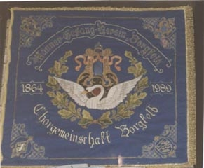 Bild 22: Restaurierte Vereinsfahne 1989